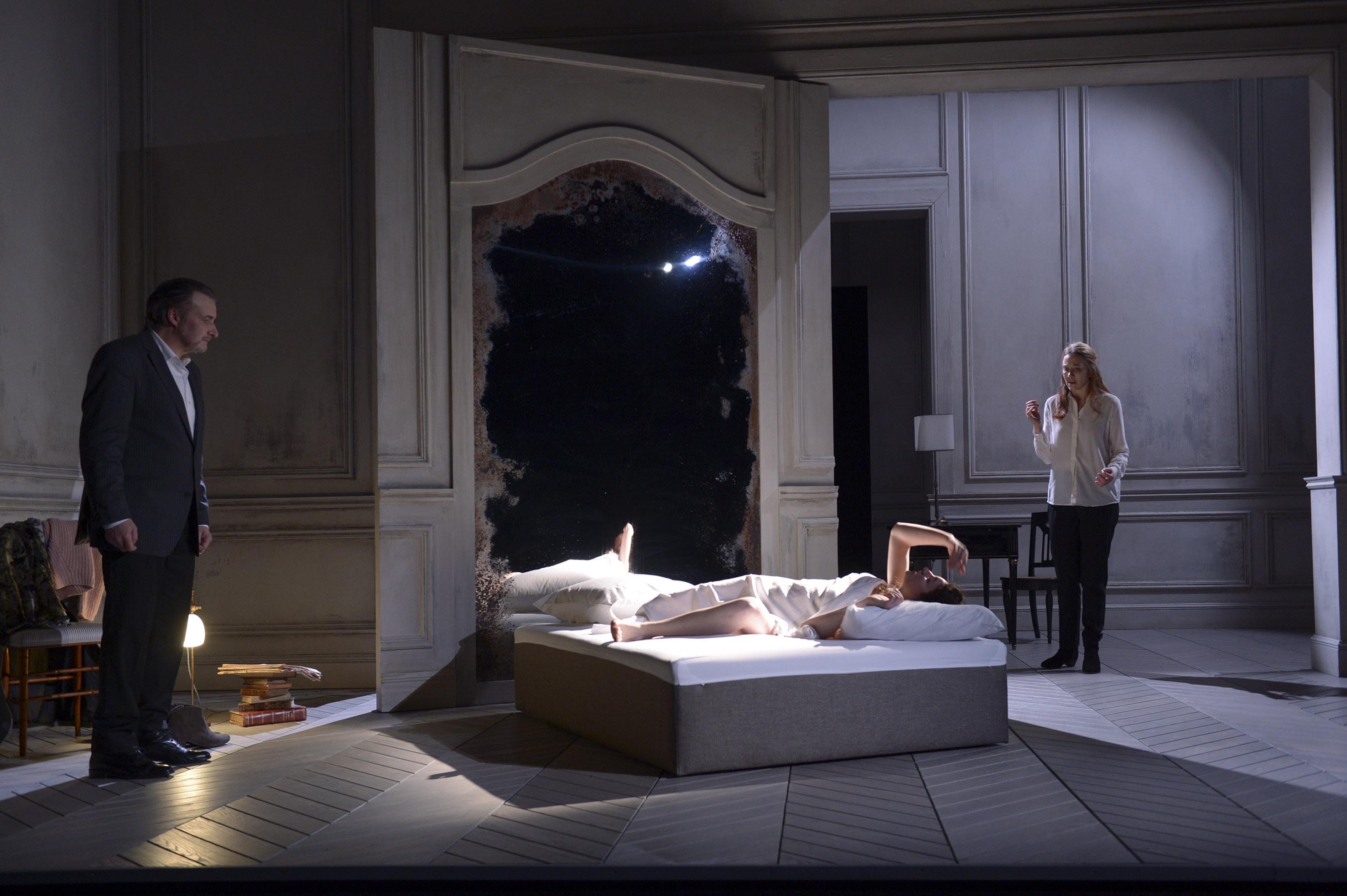 """Saison 2014-15  Theatre de la CollineCDN Besançon Franche Comté""""la Bête dans la Jungle"""" deHenry James, adaptation Marguerite Durasmise en scène  Célie Pauthe"""