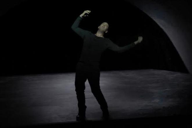REVE ET FOLIE de Georg Trakl, mise en scene de Claude Regy au theatre de Nanterre Amandiers du 15 septembre au 21 octobre 2016.Avec: Yann Boudaud.Note: SURTOUT NE PAS ECLAIRCIR(photo by Pascal Victor/ArtComArt)