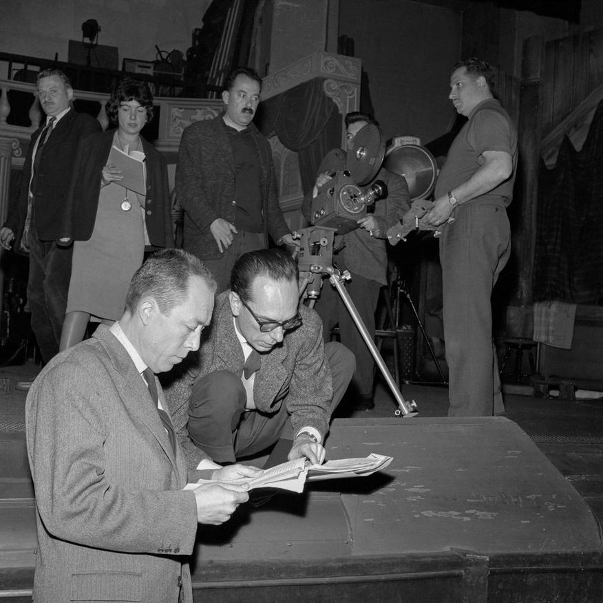 Camus et le Pierre Cardinal pendant le tournage de l'émission %22Gros plan%22 au Théatre Antoine